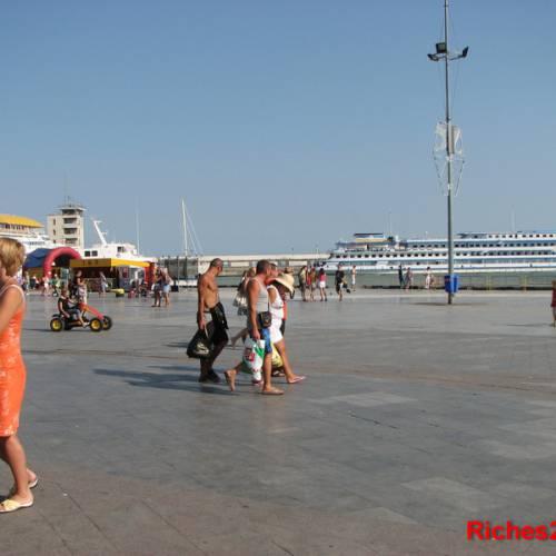 Красавица Ялта — жемчужина Крыма.