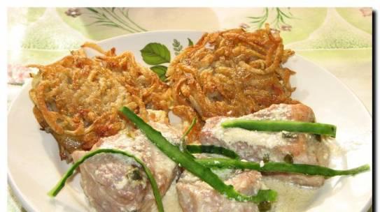 Рецепт свиных медальонов с картофельными оладьями.