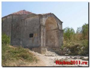 Чуфут-Кале — пещерный город в окрестностях Бахчисарая.