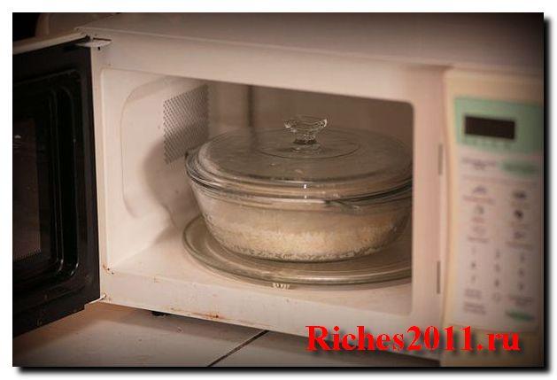 Рис в микроволновке — быстро и вкусно.