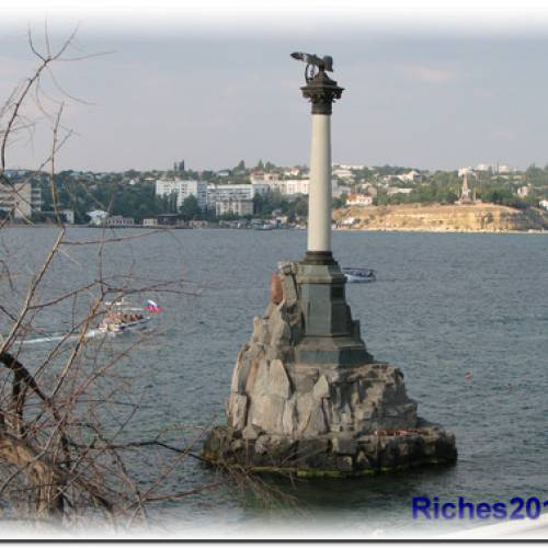 Город Севастополь — военно-морская база.