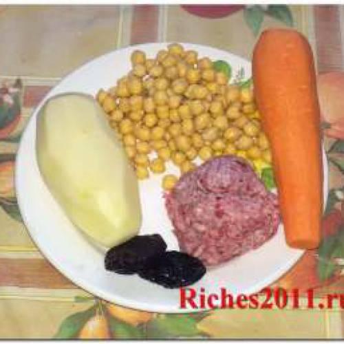 Cуп с тефтелями — смесь азербайджанской и русской кухонь.