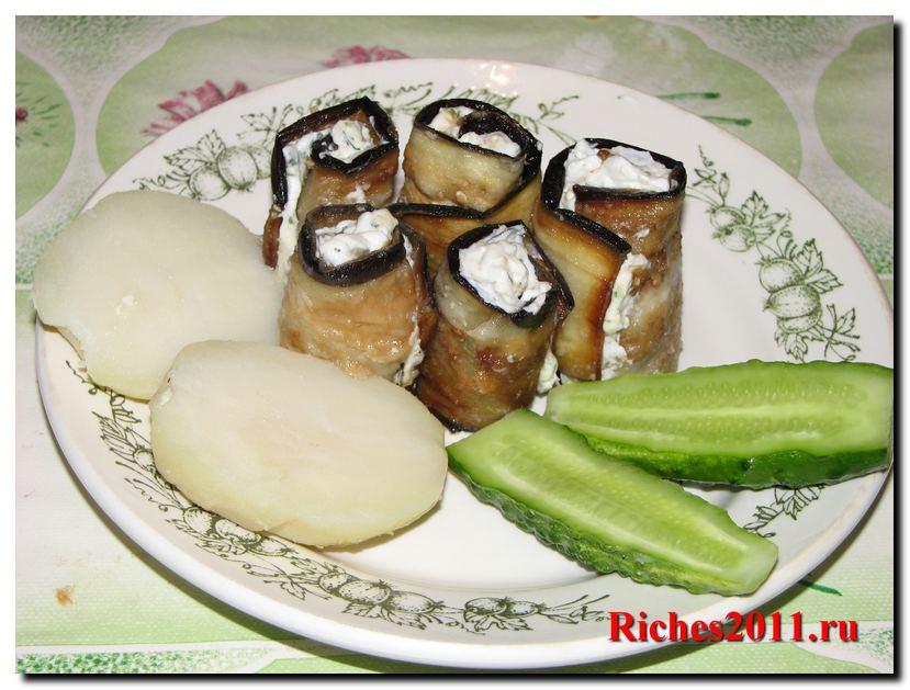 Вкусные рулетики из баклажанов с сыром фета.